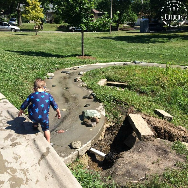 mchenry park play stream des moines iowa